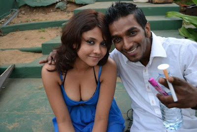 Srilankan Hot Girls With her Boy Friend