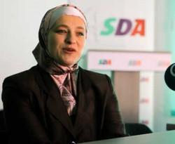 http://www.opoae.com/2013/04/walikota-berjilbab-pertama-di-benua.html