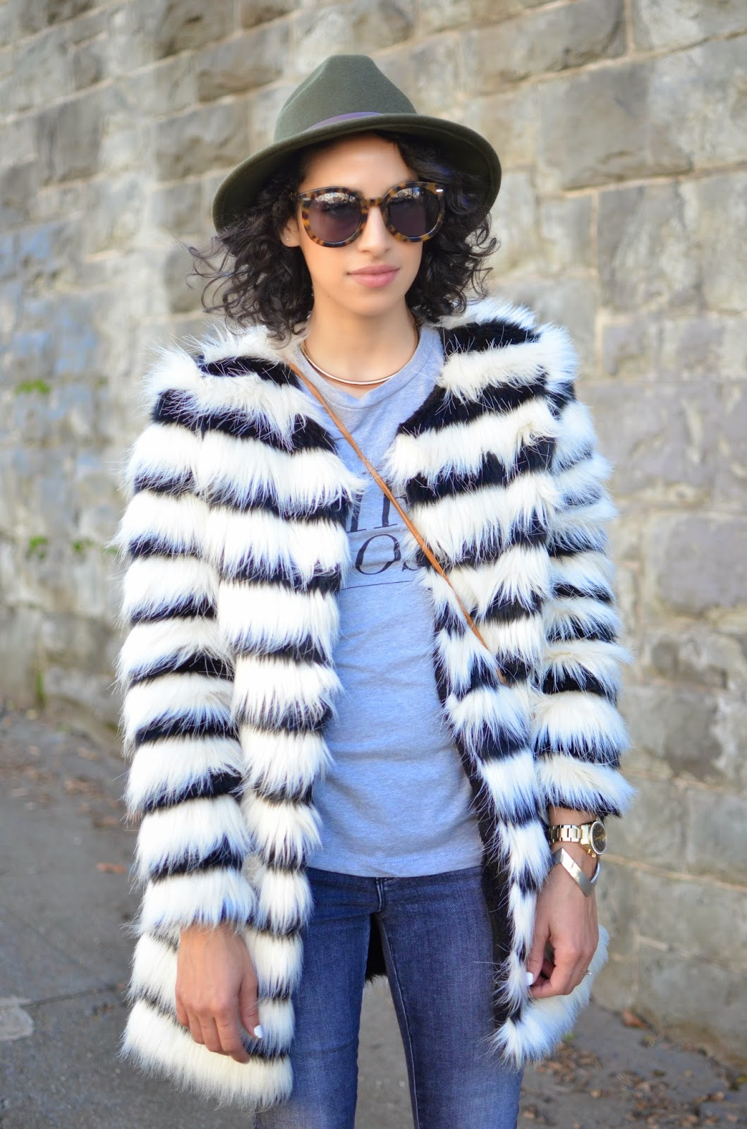 Karen Walker Super sunglasses, J Brand denim, grey denim, skinny denim, nude pumps, how to style faux fur, how to style a fedora
