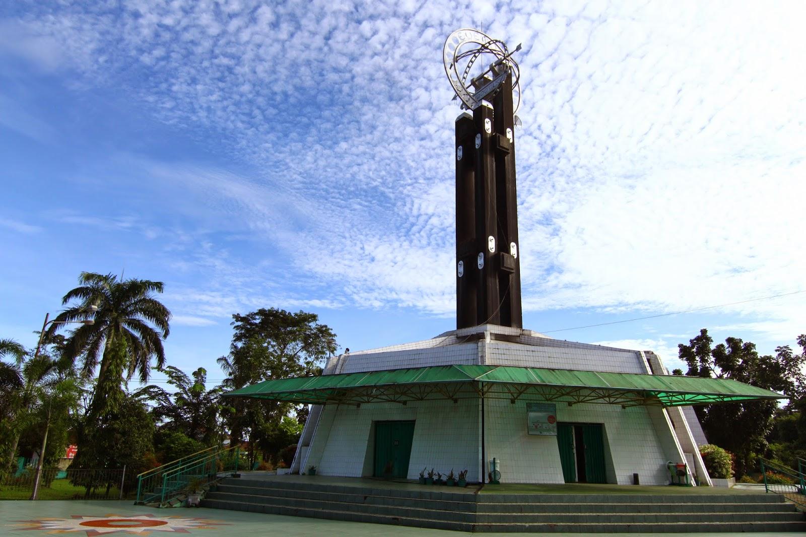 Tugu Khatulistiwa, di bandar Pontianak