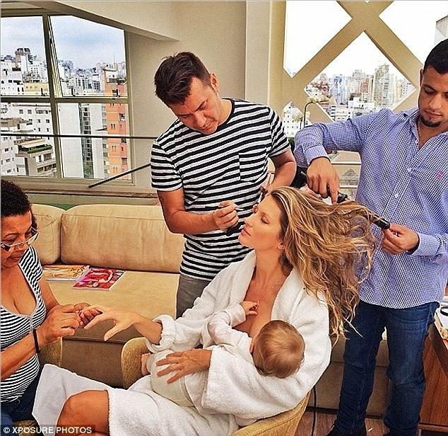 أمهات مشاهير يفضلن الرضاعة الطبيعية لأطفالهن