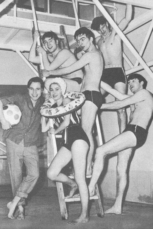 The Beatles Polska: Sesja fotograficzna z Beatlesami na basenie