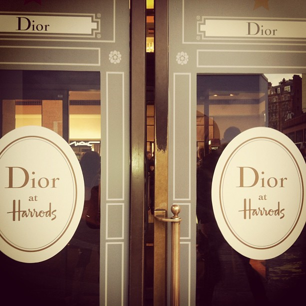 The glamour drama dior at harrods for Door 4 harrods