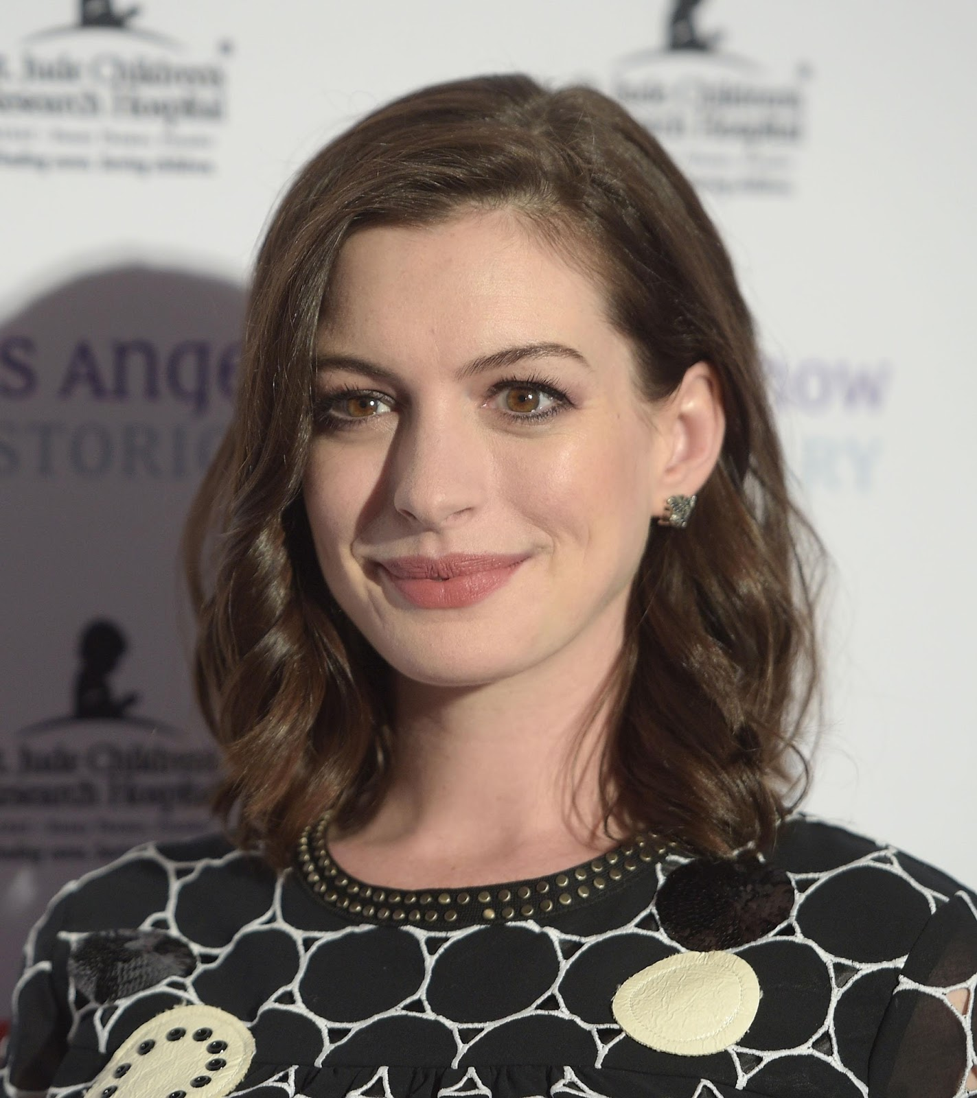 Anne Hathaway Actress: Arts Cross Stitch: Actress, Singer, @ Anne Hathaway