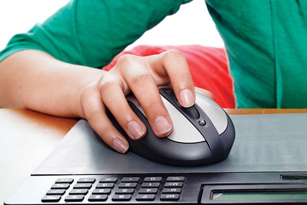 6 خدع في فأرة الحاسوب قد لا تعرفها computer-mouse-hand.