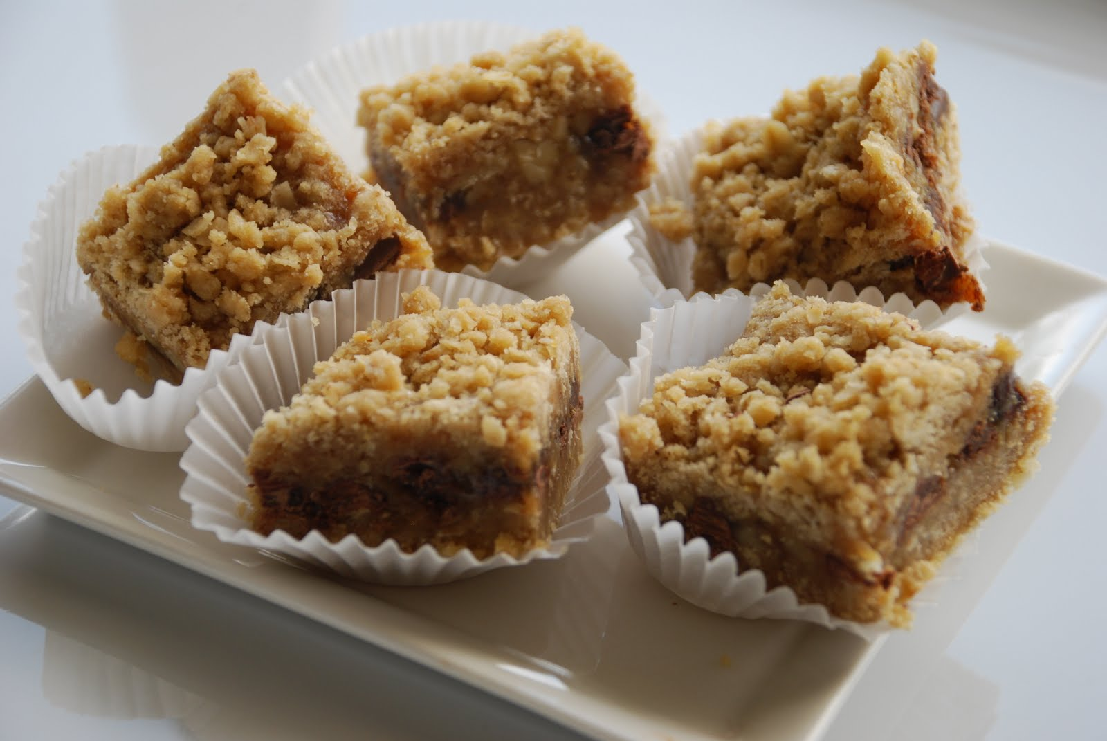 Everyday Insanity...: Oatmeal Carmelitas