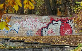http://fotobabij.blogspot.com/2015/11/graffiti-na-parkowym-murze.html