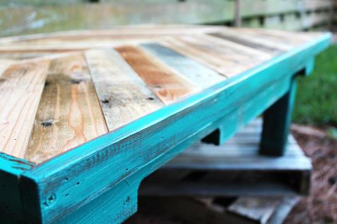 relaxshacks: seven funky and nearly free pallet coffee tables