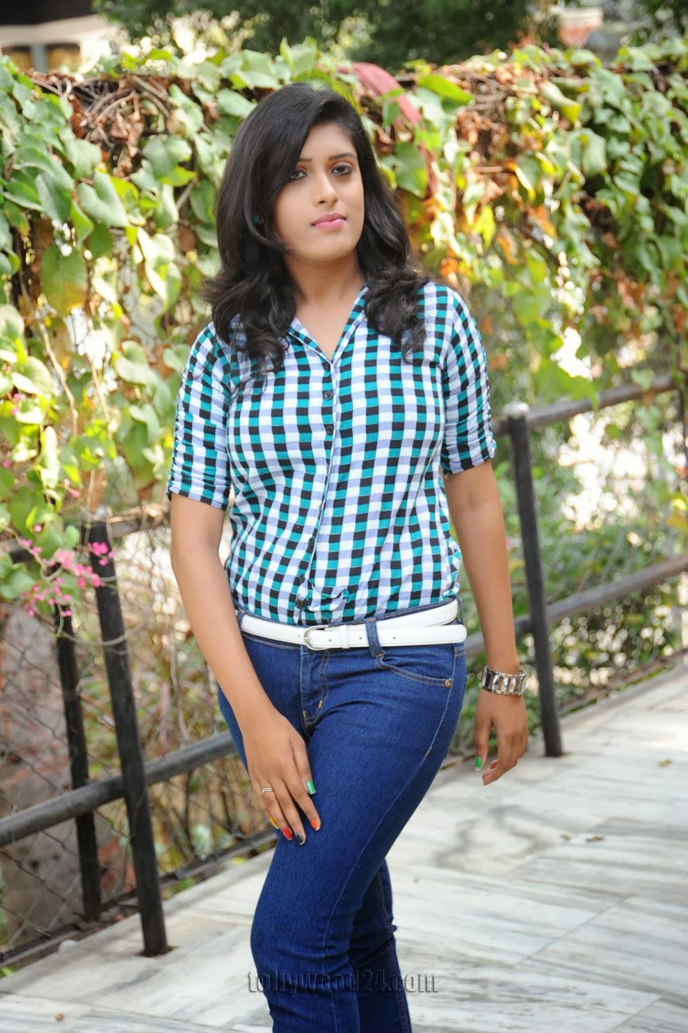 Liza reddy glam pix in jeans-HQ-Photo-7