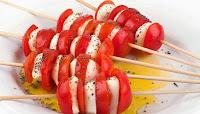 Brochetas de queso y tomate para bajar de peso