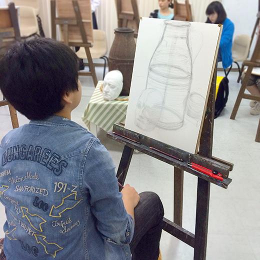 横浜美術学院の中学生教室 美術クラブ のびのび描こう!鉛筆で描く「静物デッサン」4