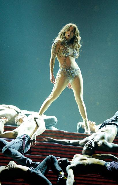 Foto J-Lo Dengan Gaun Seksi di American Music Award's 2011