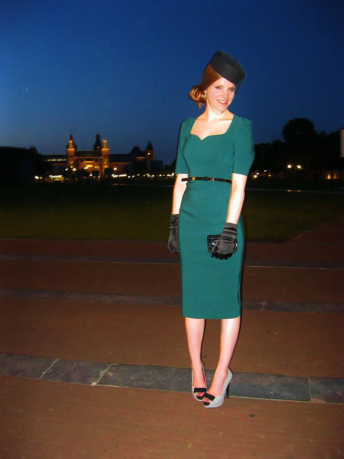 Pinup vintage fashion blogger pillbox veil houndstooth midi dress Amsterdam Museumplein