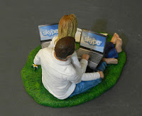 cake topper computer sposini conosciuti online statuine torta orme magiche
