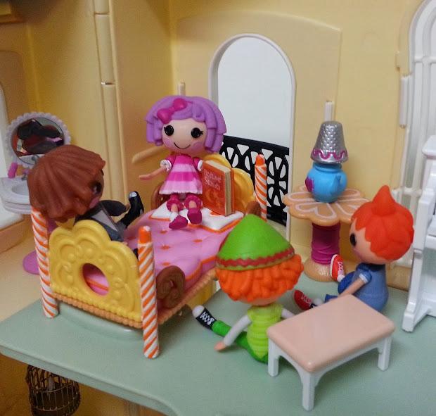 Jane Chrie Redbox Dollhouse