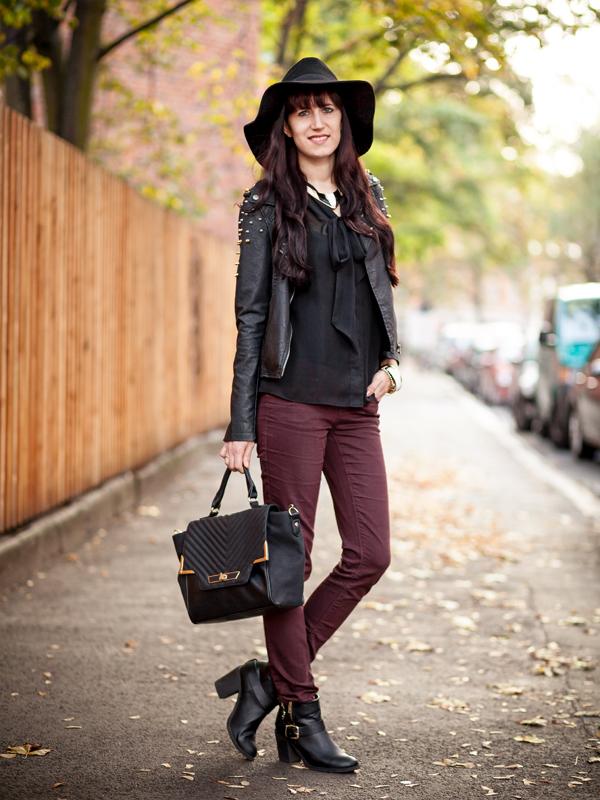Bild Outfit Bordeaux, Hut und Leder