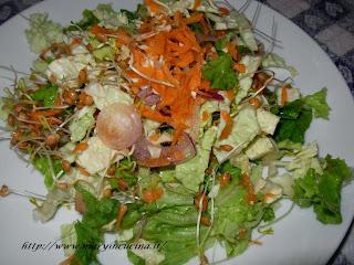germogli di lenticchie in insalata invernale