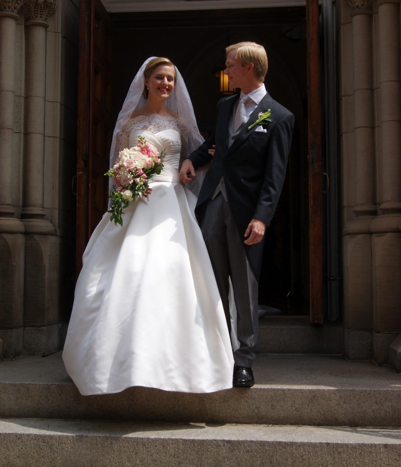 http://3.bp.blogspot.com/-rNgL9O3SddI/UEuzGAES4aI/AAAAAAAAFs4/TIqVAAepSng/s1600/imre%27s+wedding+142.JPG