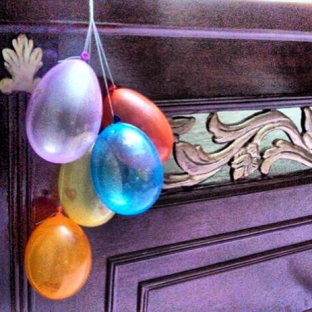 http://creativekhadija.com/2014/01/birthday-diy-glitter-hearts-balloons/