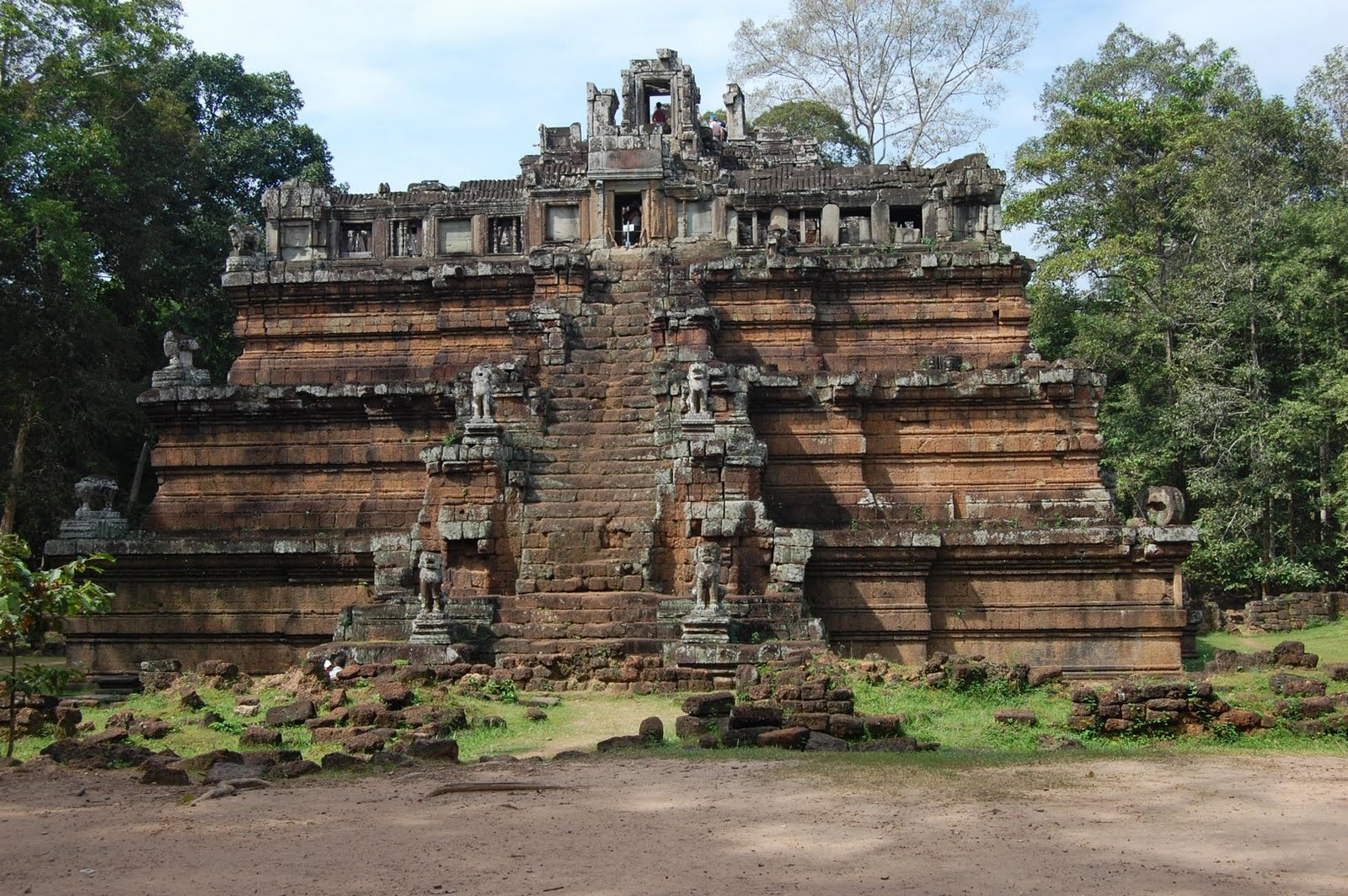 french colinized cambodia David chandler traces cambodia's history from medieval times to the 1991 paris peace accords, examining the ways history has shaped the country's present day politics.