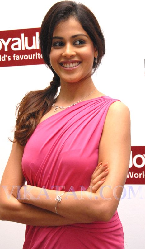 Indian Celebs Pics: Genelia hot in pink dress