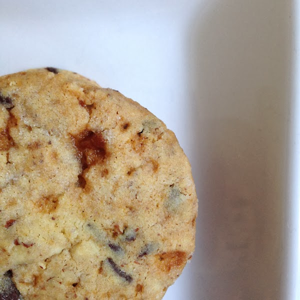 Food Pusher: Crunchy Caramel Chocolate Chip Pecan Shortbread Cookies