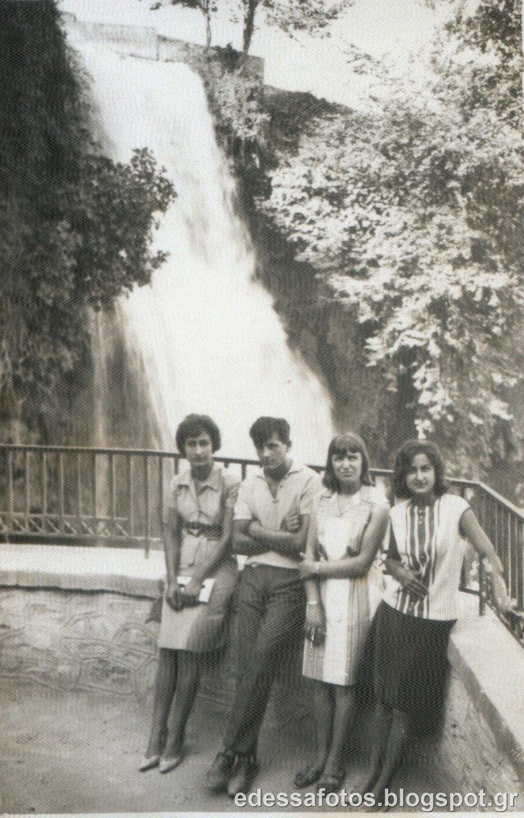 Παλιές αναμνηστικές φωτογραφίες στους καταρράκτες