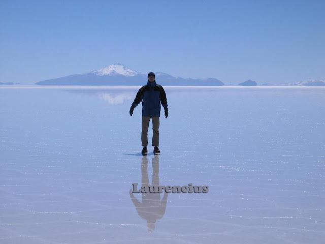 Foto-Salar-de-Uyuni-Cermin-Alam-Terbesar-Bolivia_8