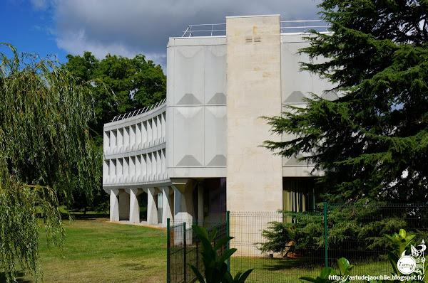 Mérignac - Laboratoires pharmaceutiques Sarget  Architectes: Marcel Breuer, Robert Gatje, Eric Cercler, Paul Daurel  Construction: 1967 - 1975