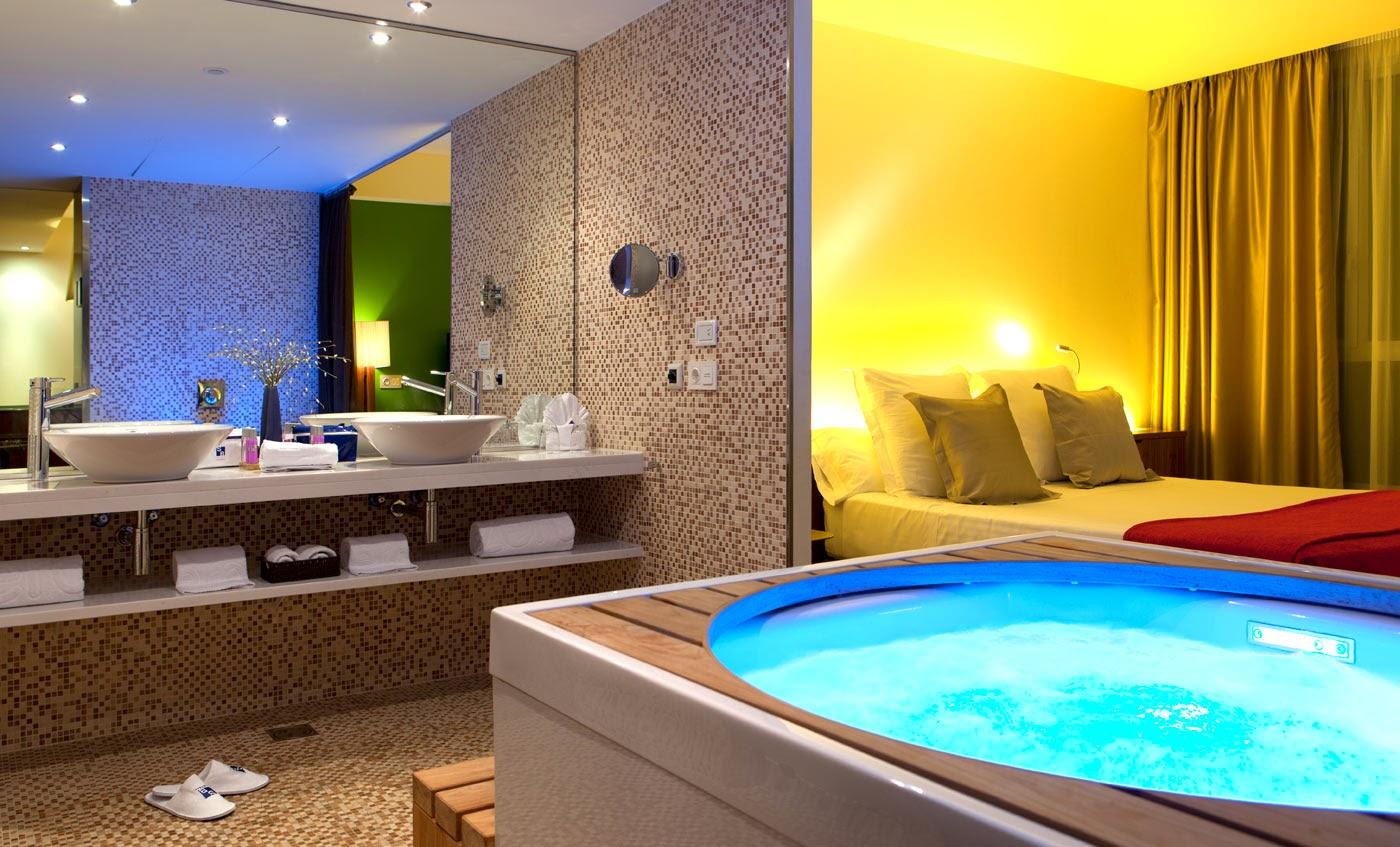 Viajar a barcelona habitaci n con jacuzzi privado en el for Habitacion barcelona
