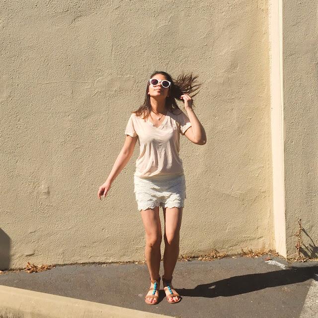 style blogger, portland fashion blogger, pdx street style, laced cream shorts, crochet shorts, v neck shirt, white sunglasses, summer style
