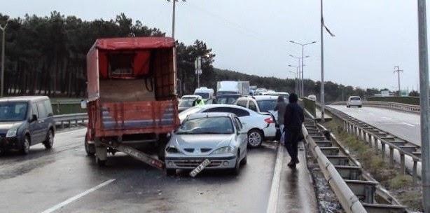TEM bağlantı yolunda kaza: 10 araç birbirine girdi!