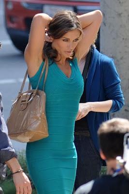 liz hurley en ceñido vestido sexy