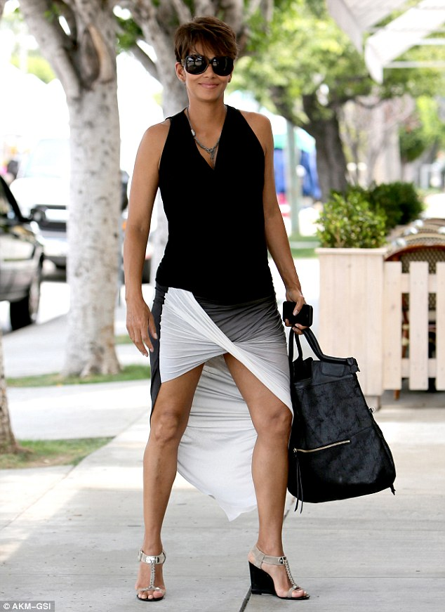 Halle Berry Looking Fit And Fabulous While Pregnant