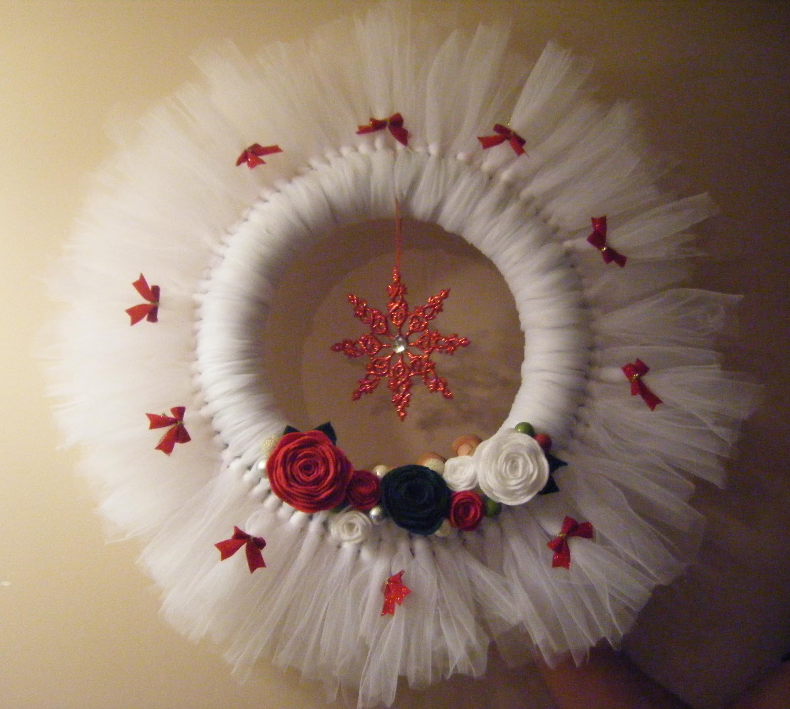 White christmas tulle wreath