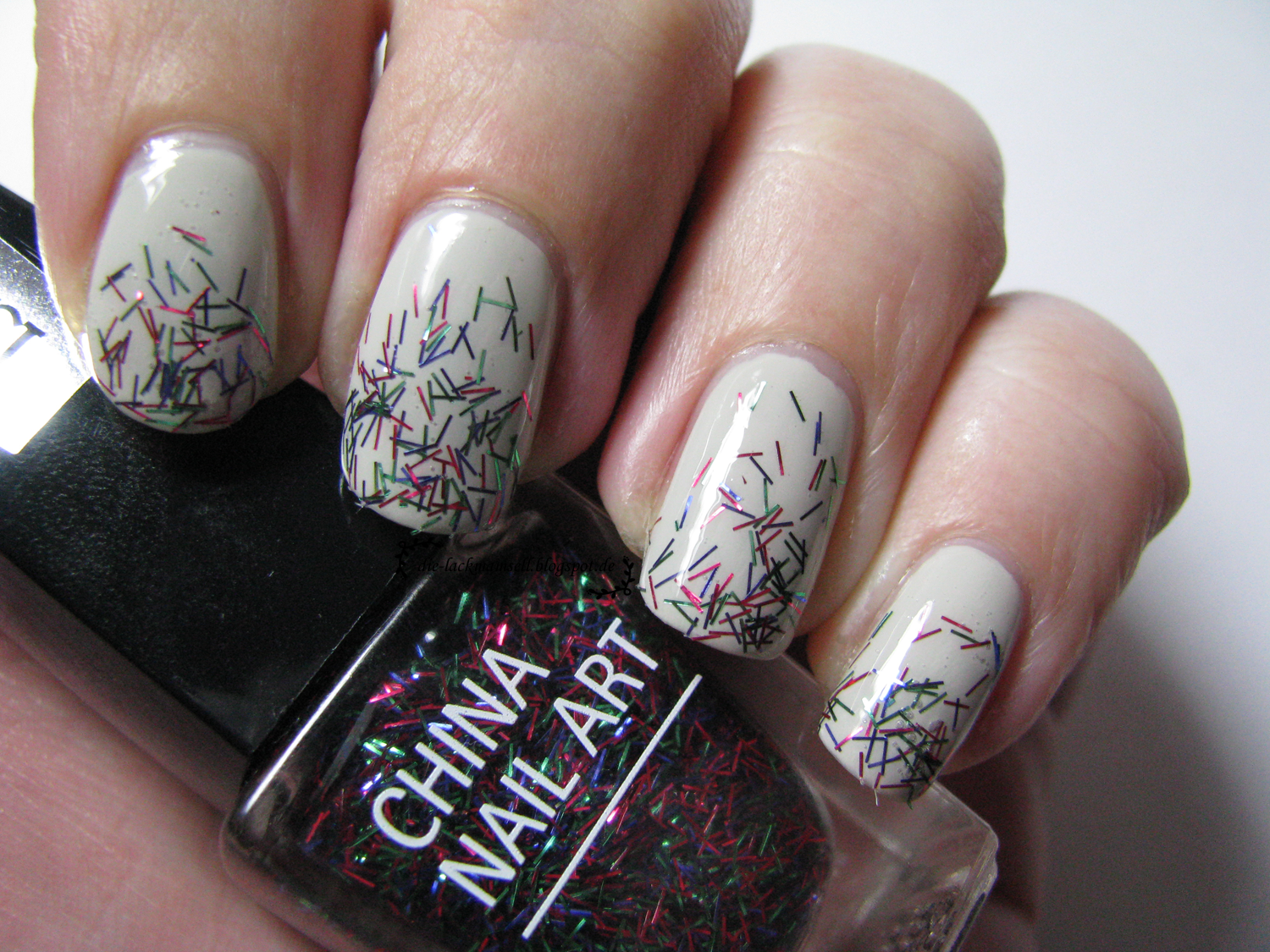 http://die-lackmamsell.blogspot.de/2014/01/topper-time-isadora-china-nail-art-hot.html