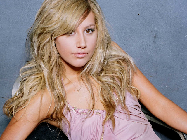 Hot Pictures of Ashley Tisdale