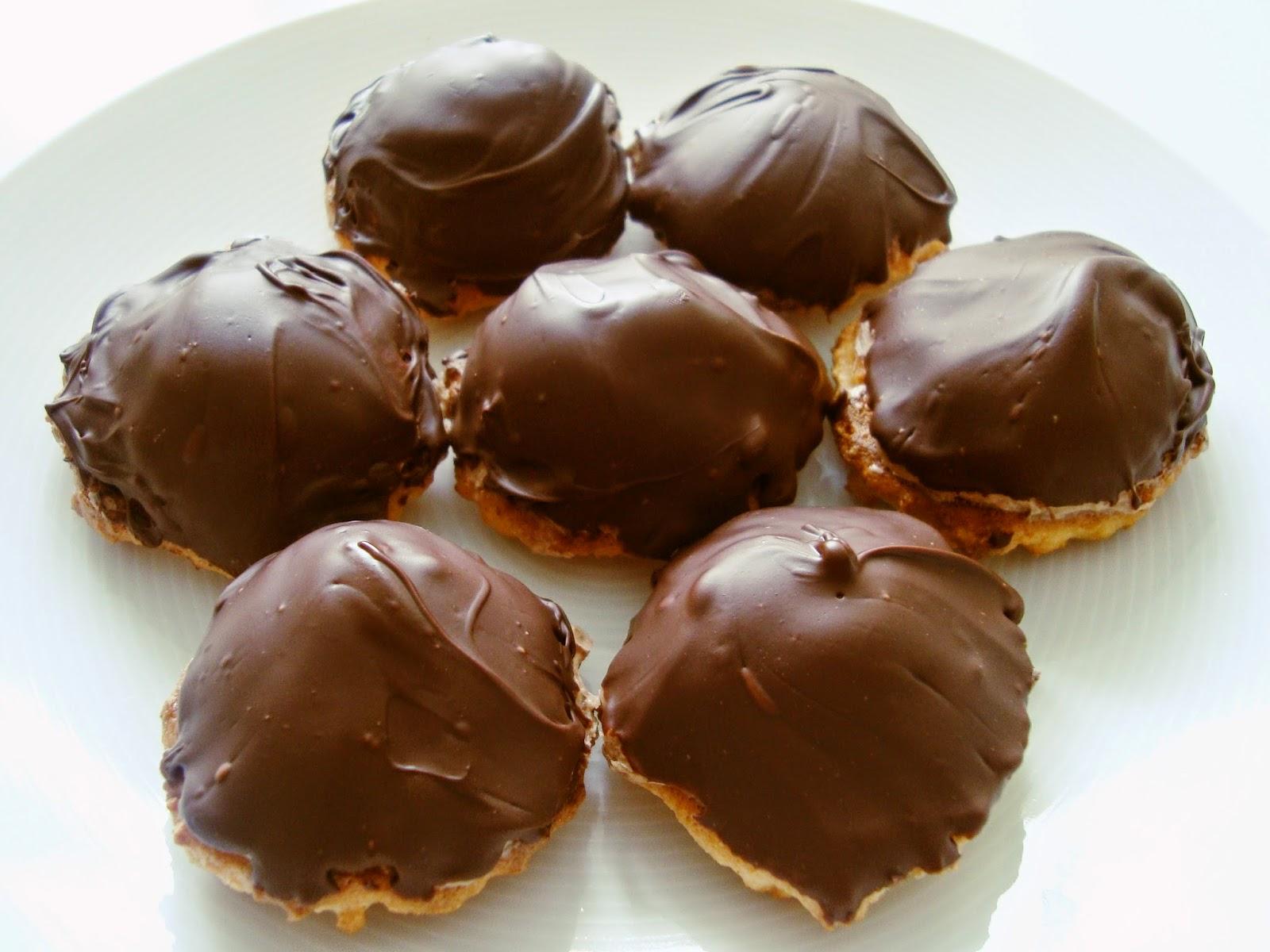 chokladbiskvier med mandelmassa