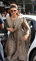 Deepika Padukone Visits Siddhivinayak Temple to success Chennai Express