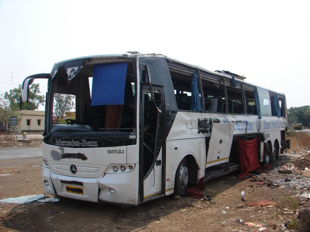 Neeta Travels Mercedes Triaxle Bus Accident Between Hyderabad And Mumbai