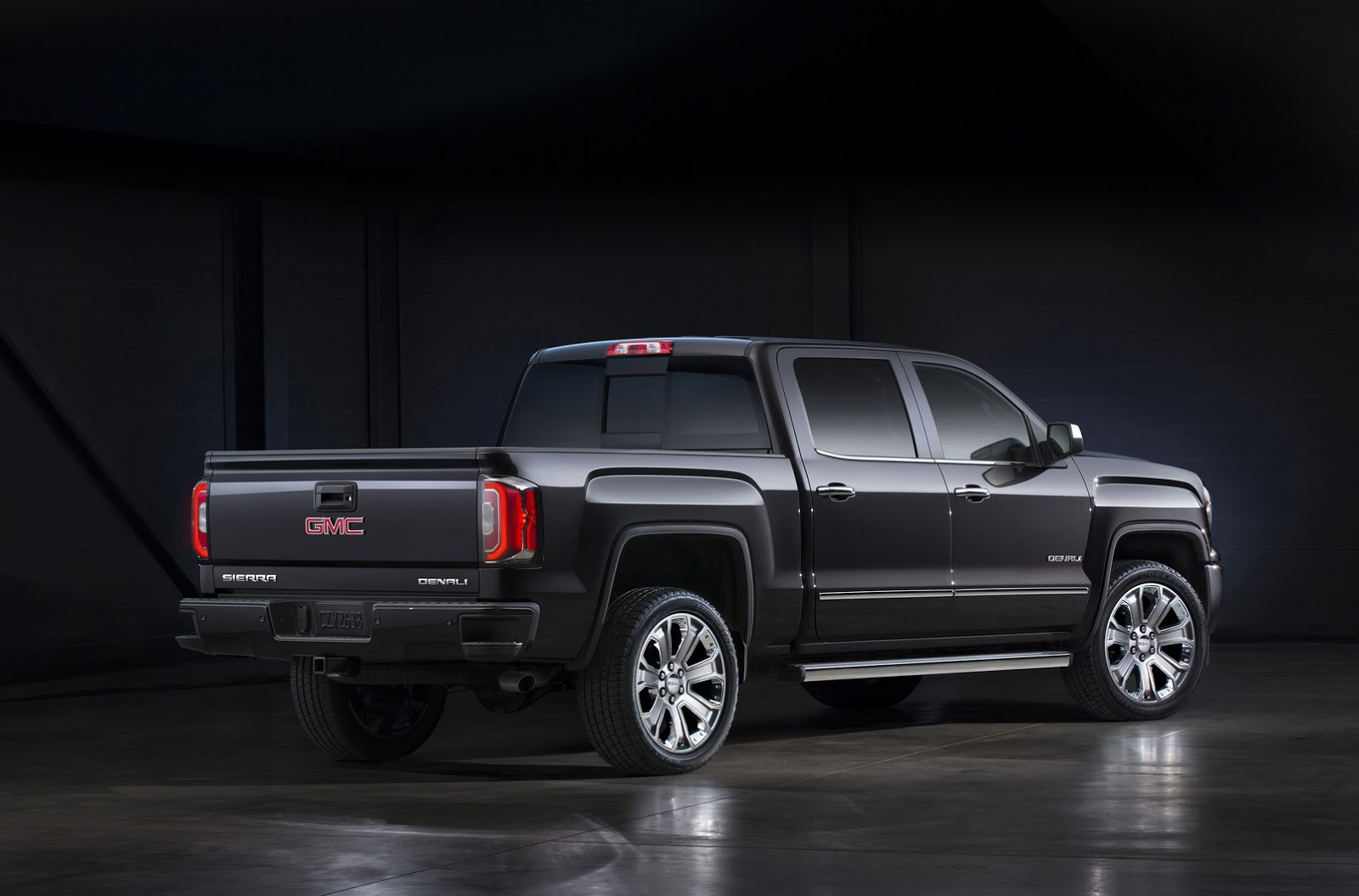 gmc doubles up on 2016 sierra denali with ultimate edition carscoops. Black Bedroom Furniture Sets. Home Design Ideas
