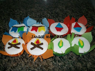 Cupcake decorado para festa junina fogueira, milho, bandeirinhas e balo junino