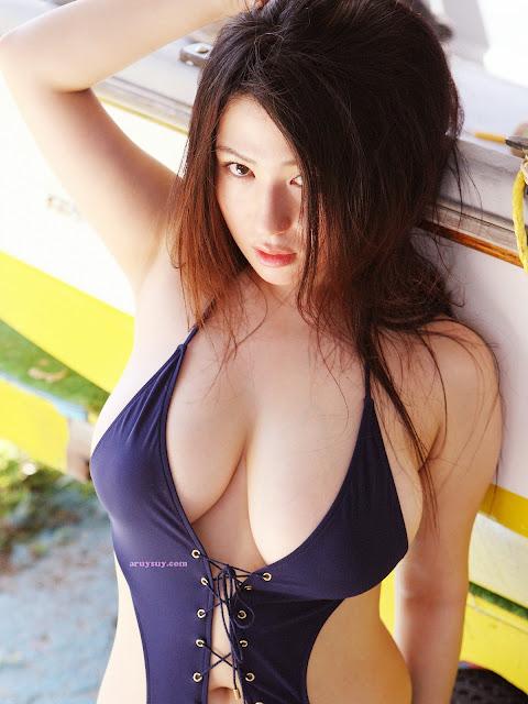 foto hot model jepang nonami takizawa dengan pose yang