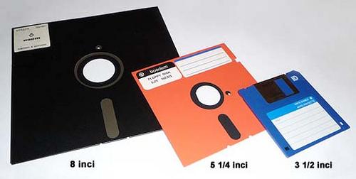 http://www.opoae.com/2013/02/disket-teknologi-penyimpanan-di-ambang.html