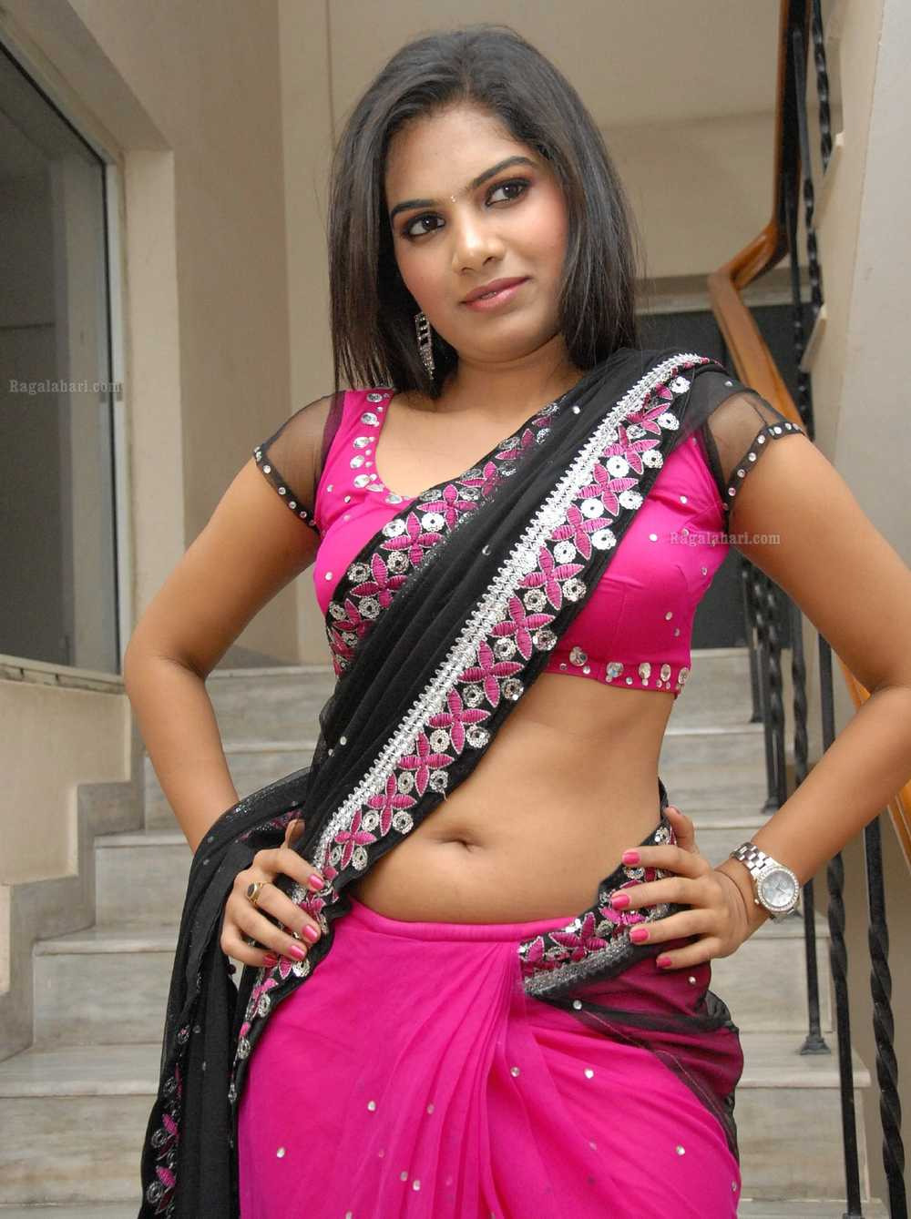 Neelima Shetty Navel Show in Saree