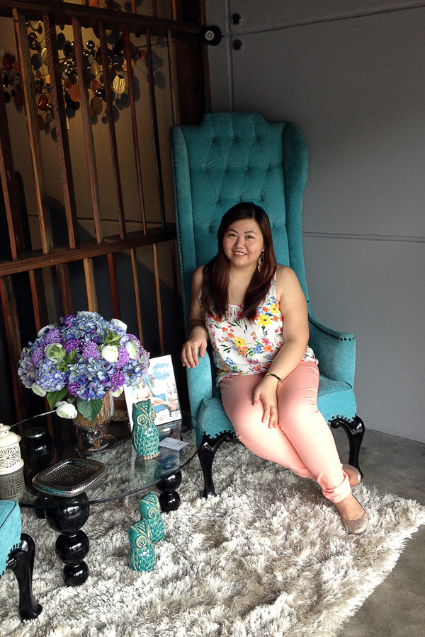 Old Navy Floral White Tank Top, Forever 21 Plus Peach Colored Denim, Glitter Gold Flats Payless, Turquoise Wingback Chair, Plus Size OOTD, Philippines Plus Size Blogger