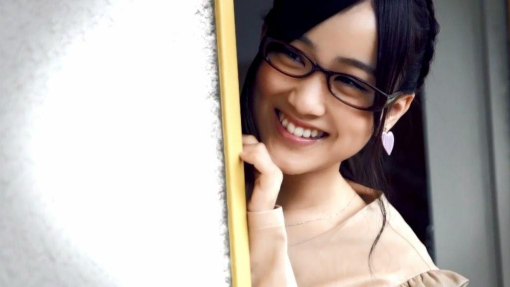 メガネをかけている星野みなみ