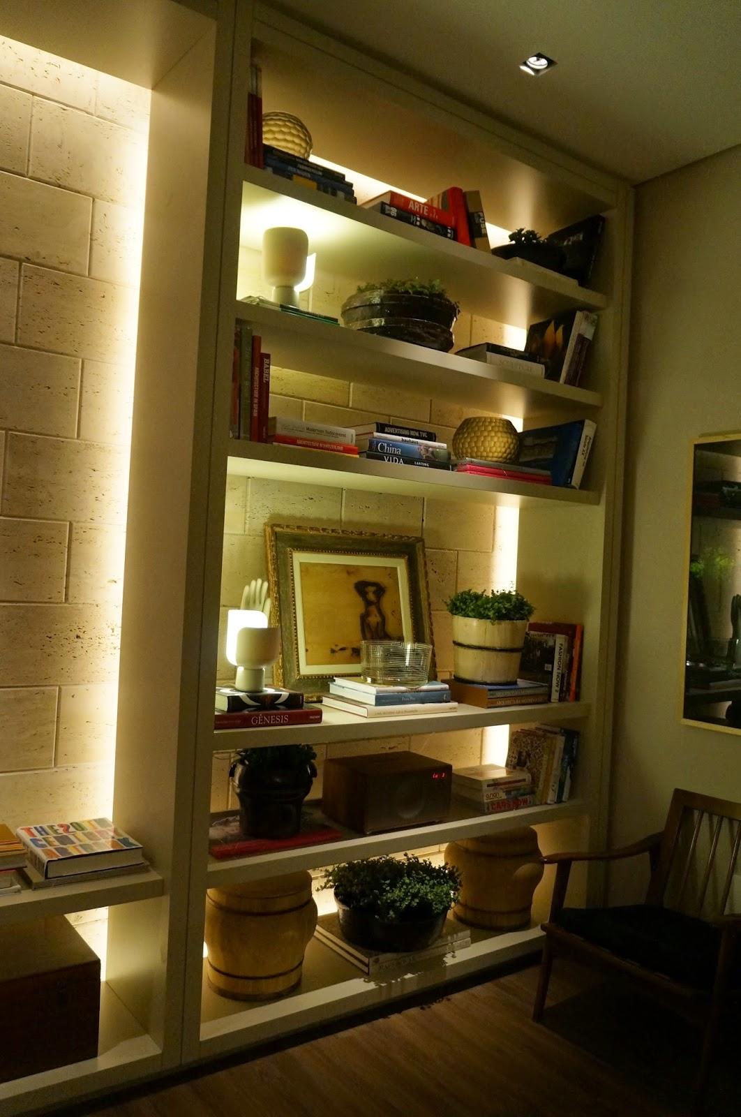efeito de iluminação por trás da estante - Casa Cor SP 2014