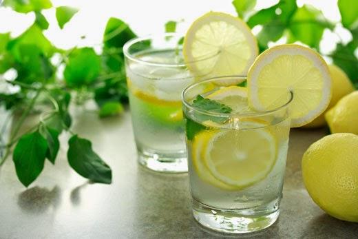 الماء الدافىء الليمون
