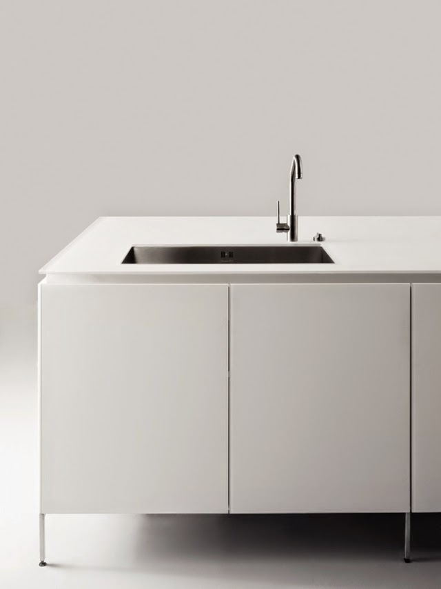 15 elegant minimalist kitchen designs with modern kitchen for Bulthaup kitchen cabinets